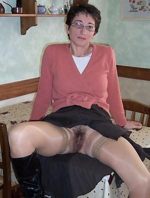 Upskirt pics mature Free Upskirt