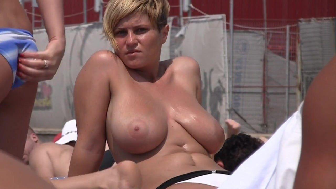 2 women nude
